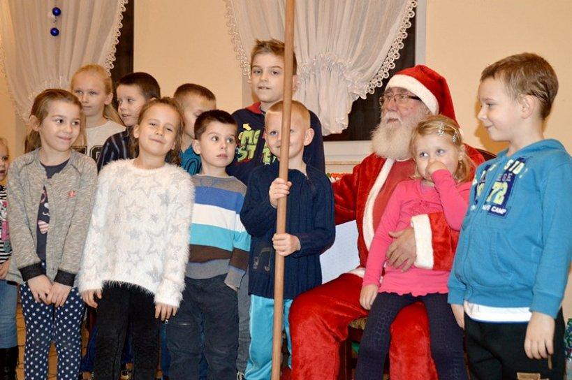 Szadów: Mikołaj obdarował ponad 80 dzieci - foto: Arkadiusz Wszędybył