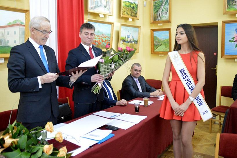 Dobra: Gratulowali pięknej Andżelice, dziękowali za promowanie miasta - foto: Arkadiusz Wszędybył