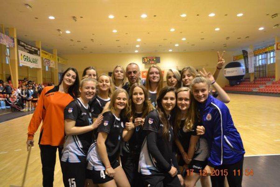 Rywalizacje dziewcząt z I LO w Turku w piłce ręcznej - Foto: LO w Turku