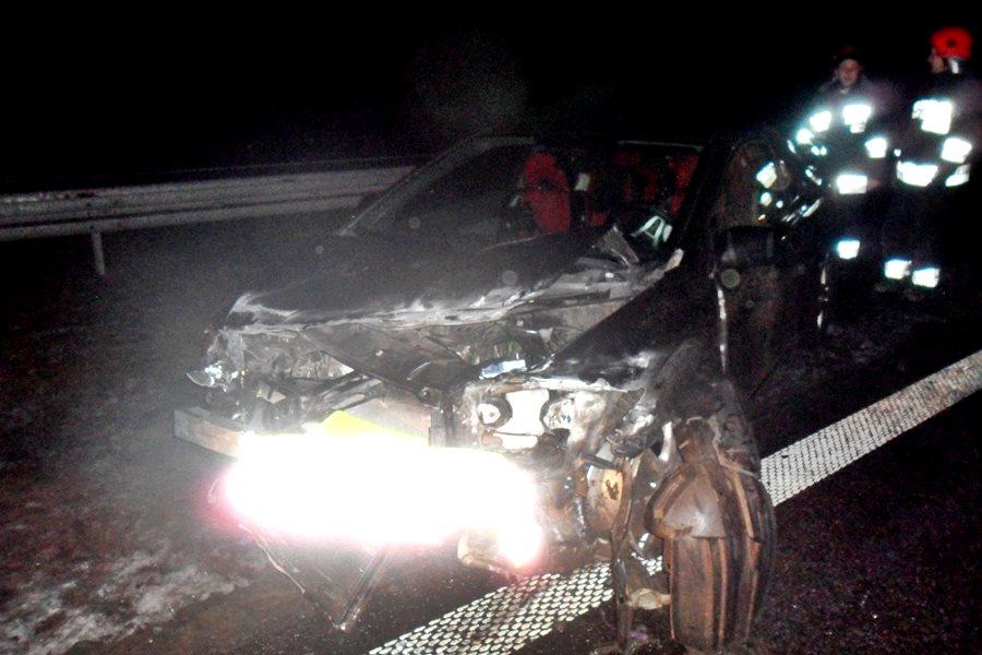Kuny: Wypadek na A2. Honda wbiła się w barierę - foto: OSP Władysławów