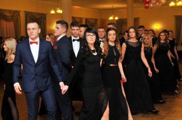 Wideo: Maturzyści ZSR odtańczyli poloneza w...