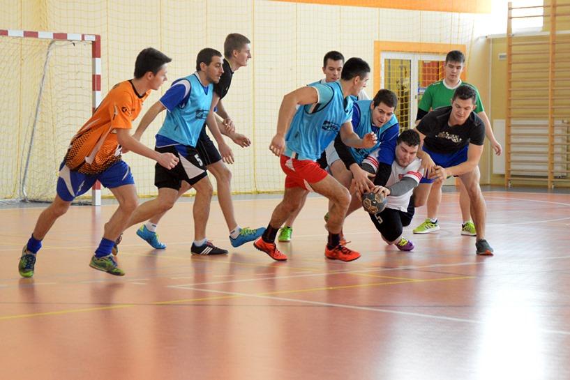 Piłkarze ręczni walczyli w Malanowie. Wygrała drużyna I LO w Turku - foto: Arkadiusz Wszędybył