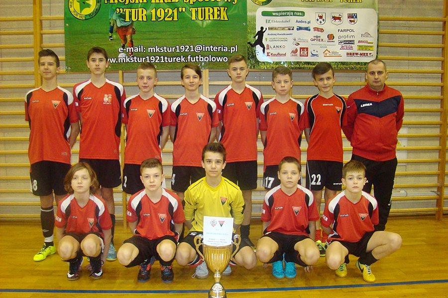 """Halowy turniej piłki nożnej rocznika 2002 o Puchar Prezesa MKS """"TUR 1921&#"""