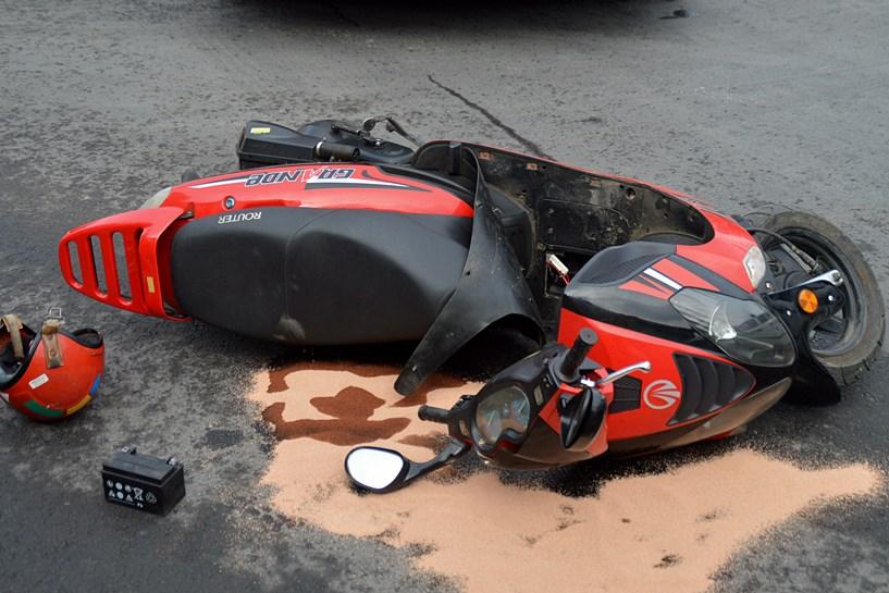 Tuliszków: Ucierpieli w zderzeniu skutera z cysterną