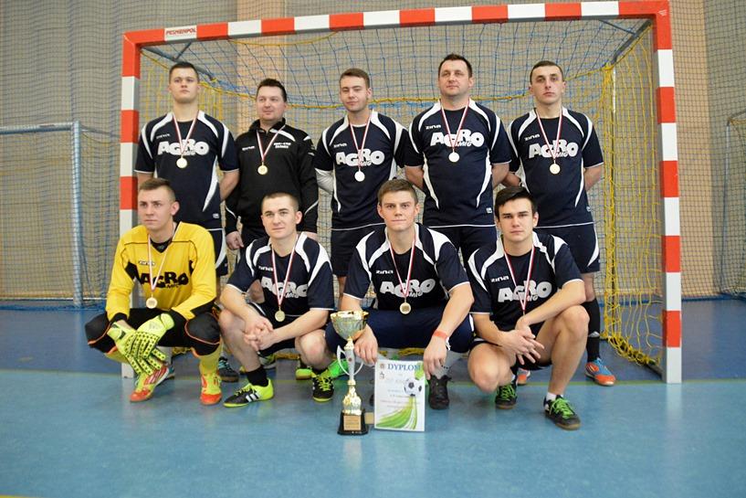 Strażacy z Kawęczyna, Wróbliny i Słodkowa kopią piłkę najlepiej  - foto: Arkadiusz Wszędybył