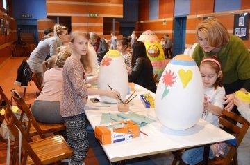 Wideo: Malowali ogromne pisanki w MDK