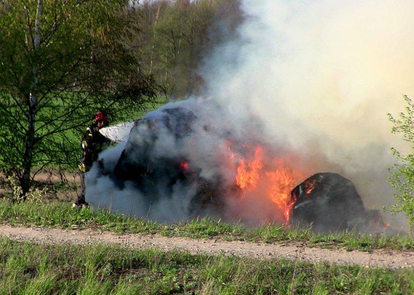 Wideo: Baloty siana płonęły w Rogowie
