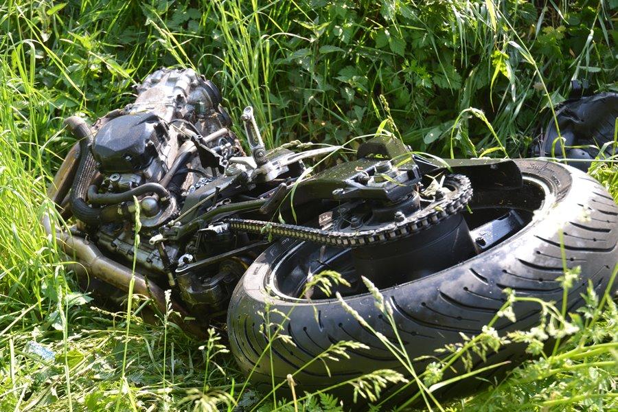 Wideo: Zderzenie auta z motocyklem. Po motocyklu pozostały jedynie fragmenty