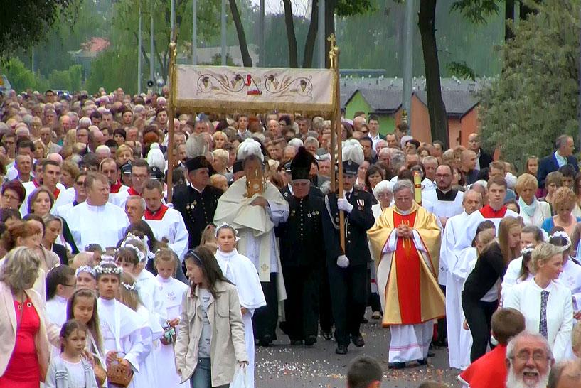 Wideo: Tłumy wiernych na procesji Bożego Ciała w Parafii pw. św. Barbary