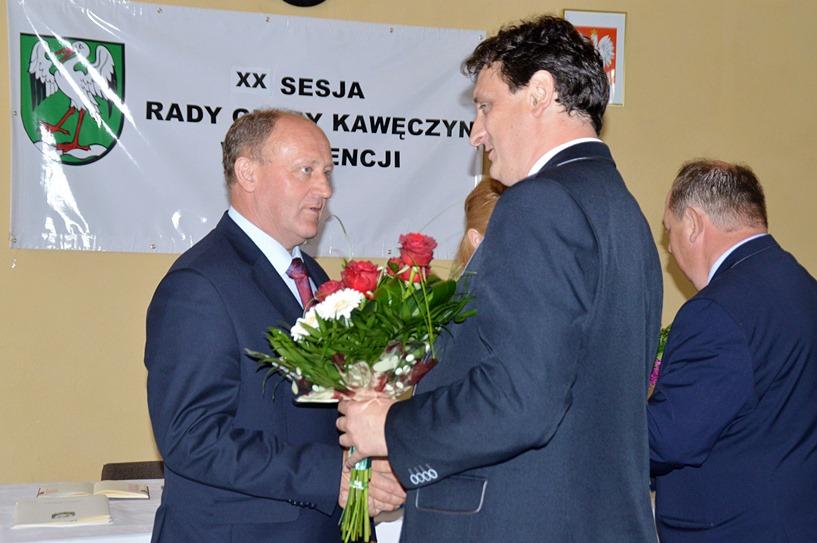 Wojciechów: Wójt Nowak otrzymał absolutorium. Kwiatów też nie zabrakło