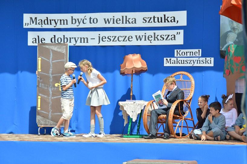 Cisew: Podstawówka na patrona. Kornel Makuszyński inspiruje dzieci - foto: Arkadiusz Wszędybył