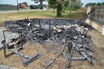 Słodków: Kto podpalił sklepik przy cmentarzu?