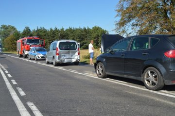 Linne: Seatem w Peugeota przy stacji paliw