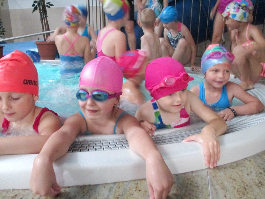 Przedszkolaki na basenie
