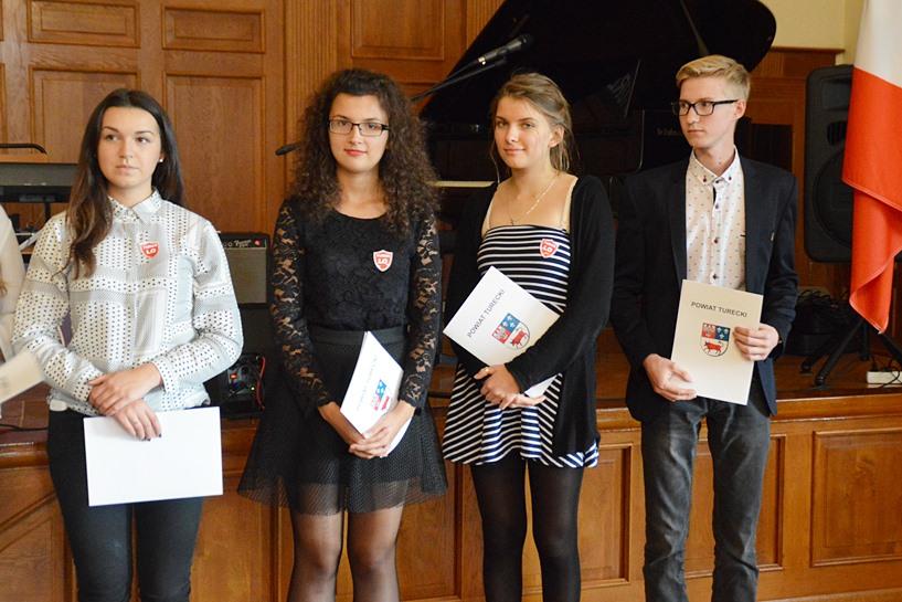 Stypendiami Powiatu Tureckiego nagrodzili młodych-zdolnych - foto: Arkadiusz Wszędybył