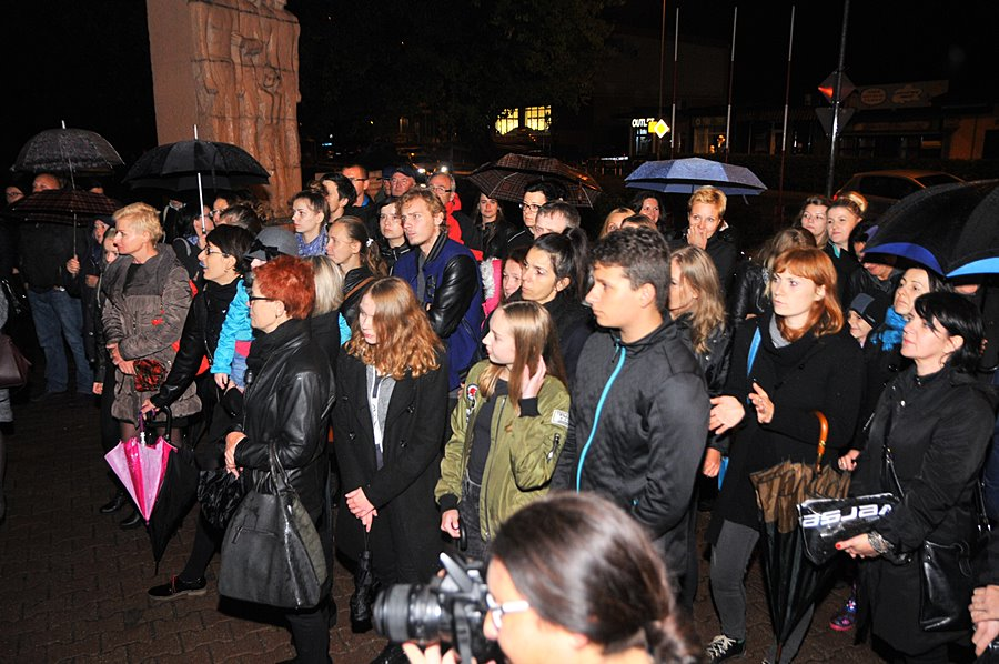 Turek: Czarny Protest pod pomnikiem NWW - foto: M. Derucki