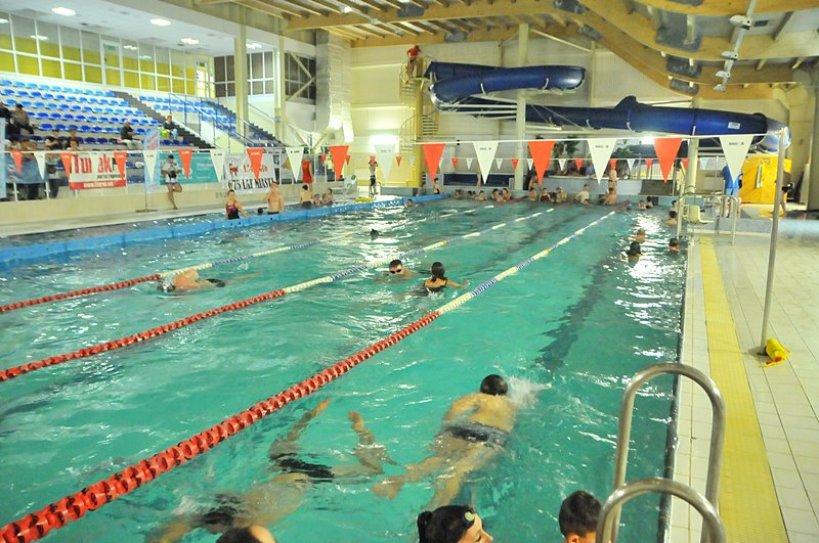 Przepłynęli 123 km. Pływacy zebrali ponad 3000 zł dla Łukasza! - foto: M. Derucki