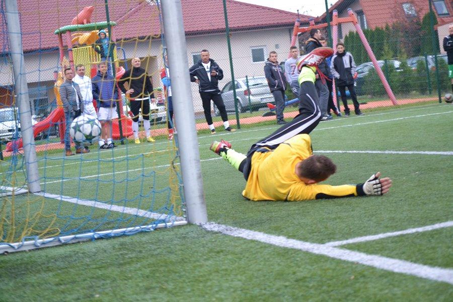 Zagrali dla Amelki w charytatywnym turnieju piłkarskim - Foto: G. Oblizajek