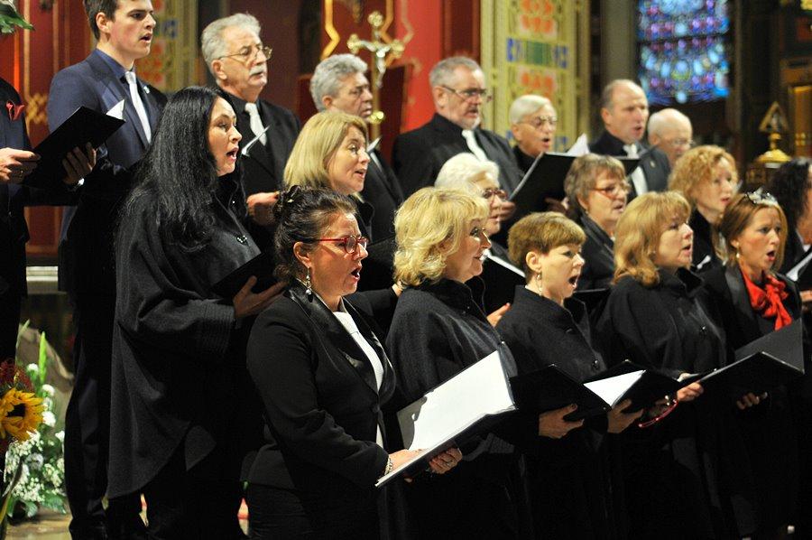 Chóralny śpiew rozbrzmiał w murach kościoła NSPJ - foto: M. Derucki
