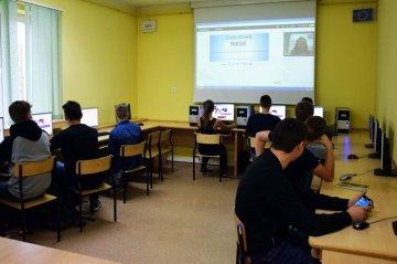 Uczniowskie smartfony w roli pomocy dydaktycznych