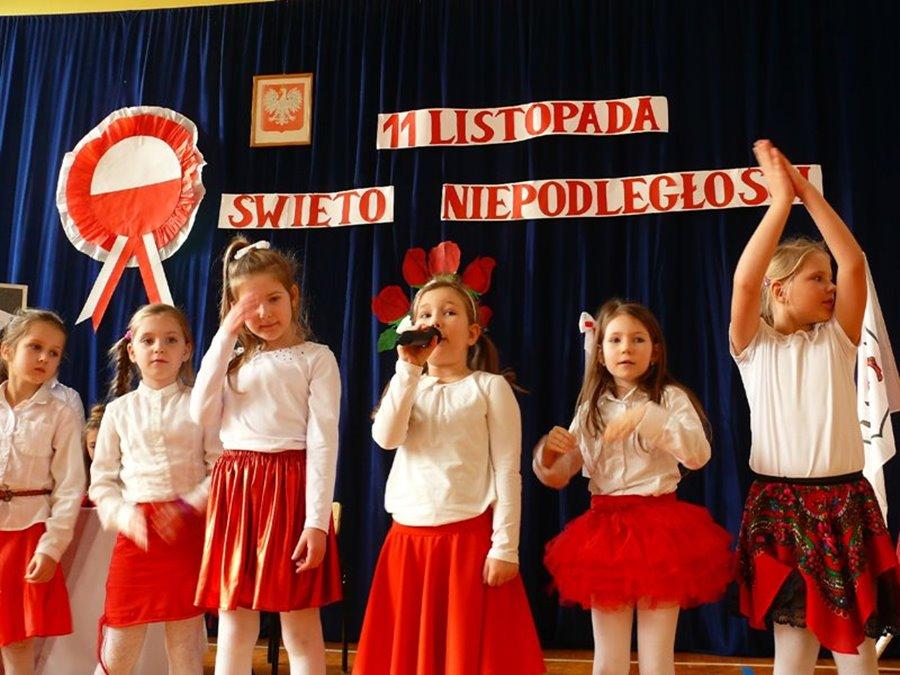 Pieśni patriotyczne - pamięć o Niepodległości w ?Czwórce?