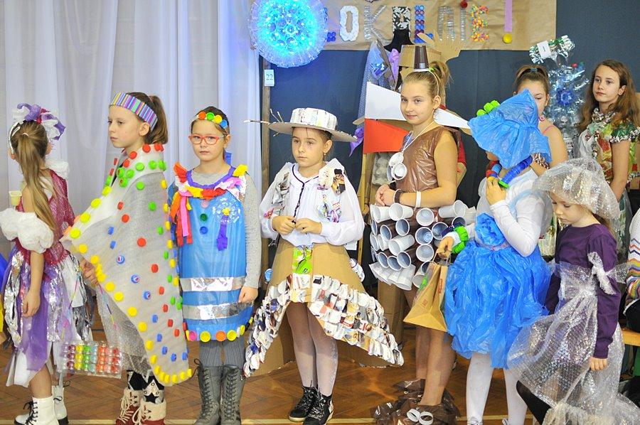 Recyk-moda zachwyciła uczestników ekopikniku - foto: M. Derucki