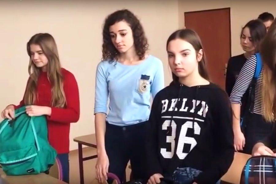 Wideo: Gimnazjaliści z Władysławowa zastygli w bezruchu