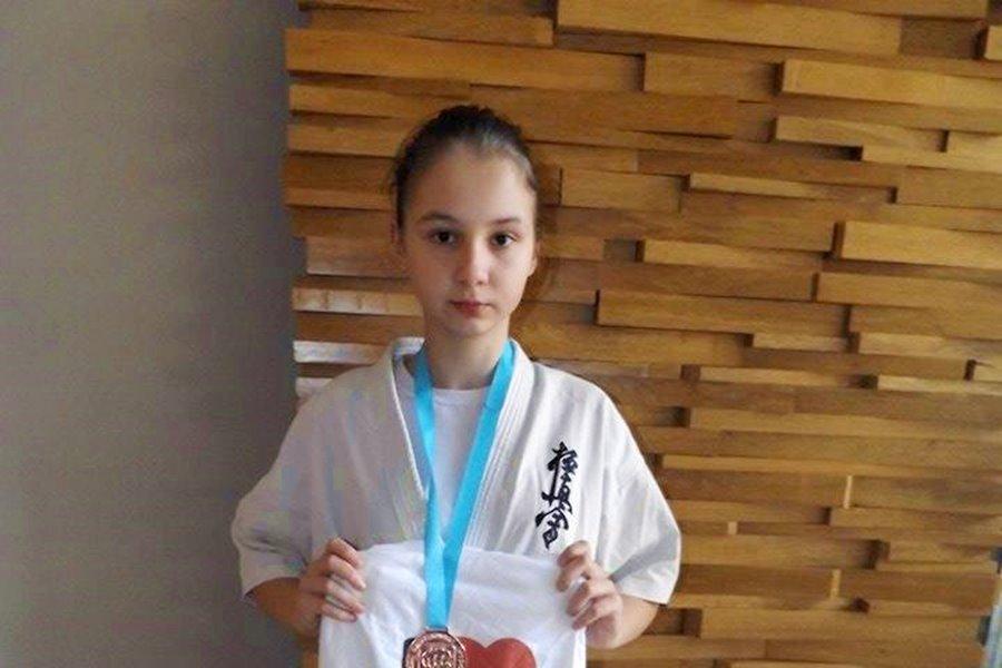 Trzecie miejsce w Pucharze Świata Kyokushin Karate dla Eryki Brzęckiej