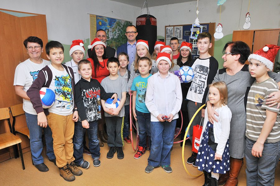 Mikołajkowe prezenty od burmistrza i radnych - foto: M. Derucki