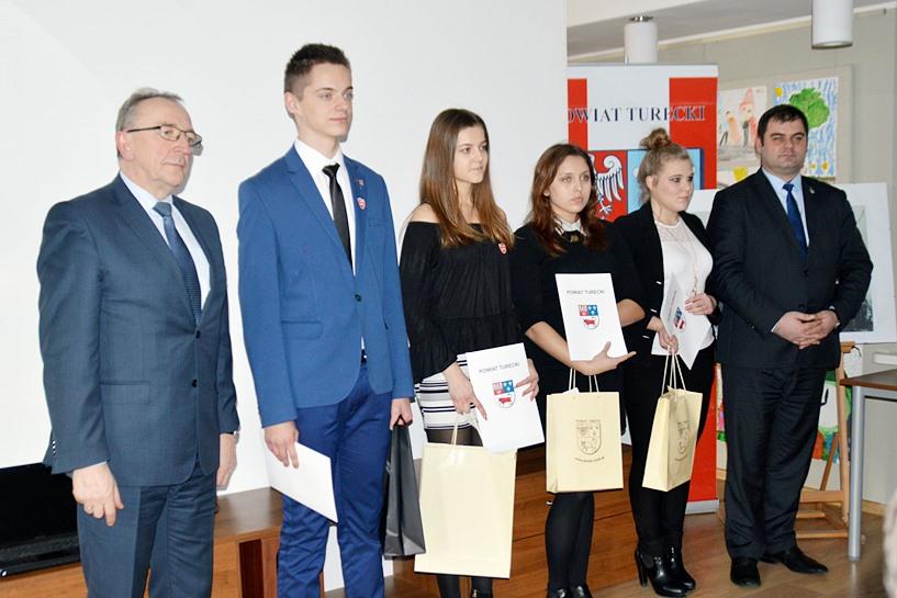 Wiedzą wiele o Stanisławie Mikołajczyku. Wicemarszałek i starosta nagrodzili uczniów ILO, ZST i ZSR CKP