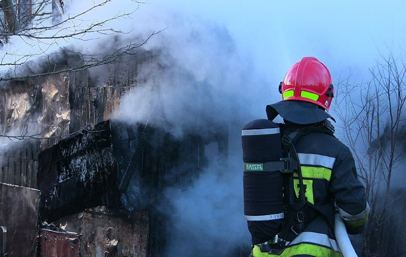 Dym i ogień przy ul.Chopina. Szopę ugasiła PSP