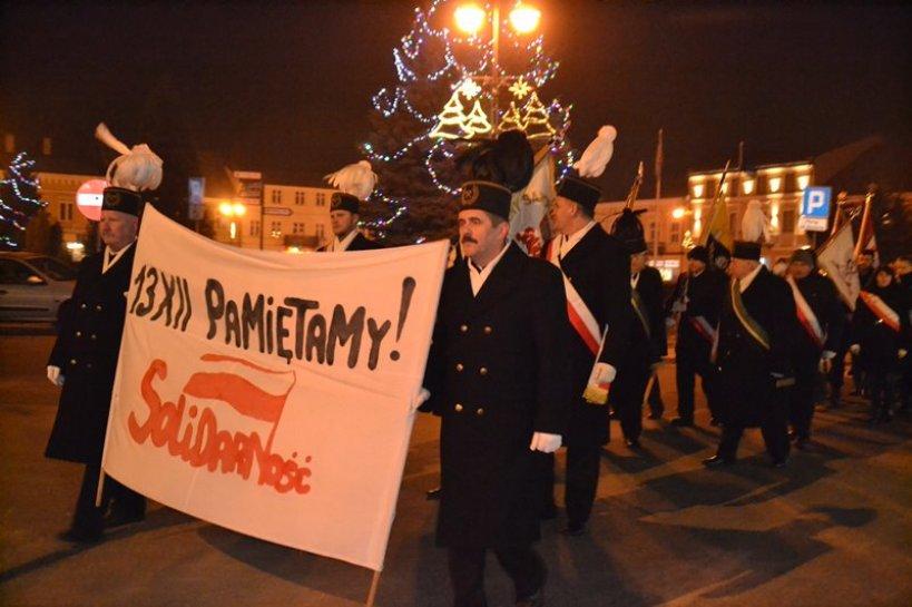 Marszem Pamięci uczcili 35. rocznicę wprowadzenia stanu wojennego
