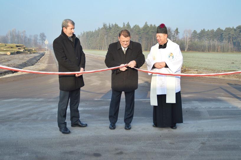 Celestyny: Droga za 1 052 000 zł poświęcona i oddana do użytku - foto: Arkadiusz Wszędybył