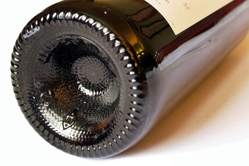 Alkoholowa wigilia 43-latki. Jeździła pijana, spowodowała kolizję - foto: freeimages.com / Pascal THAUVIN