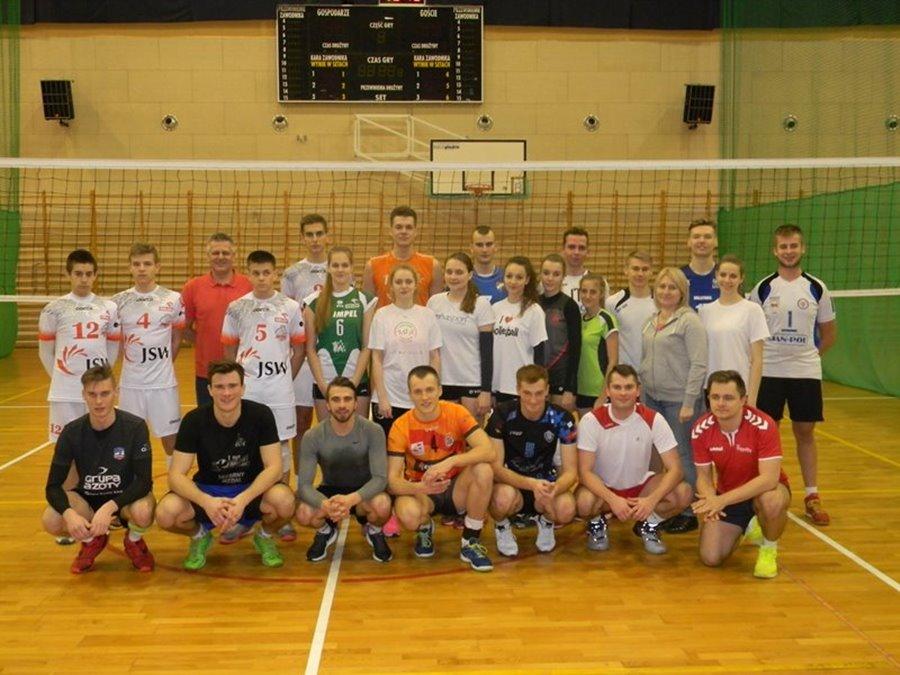Mecze pokazowe pomiędzy byłymi zawodnikami UKS Piątka Turek