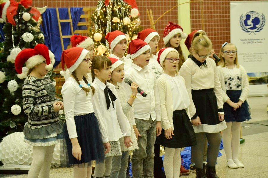 Koncert Kolęd w SP5 rozbudził bożonarodzeniowy nastrój - Foto: G. Oblizajek
