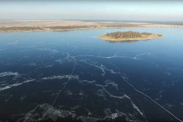 Wideo: Zbiornik Przykona zimą z lotu ptaka