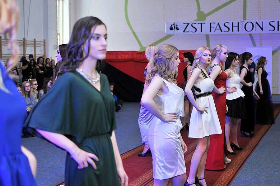 Wielki pokaz mody wieczorowej! ZST Fashion Show 2017 - foto: M. Derucki