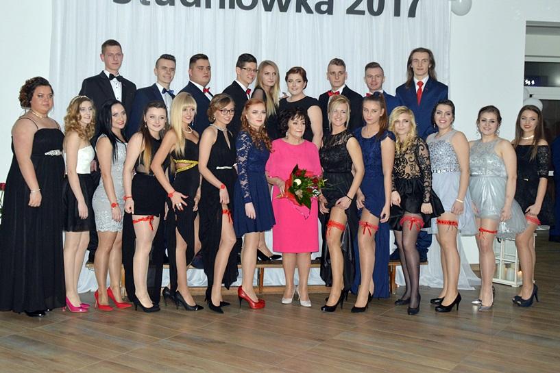 Oto klasy maturalne ZSR CKP w Kaczkach Średnich. Młodość, piękno i szyk - foto: Arkadiusz Wszędybył