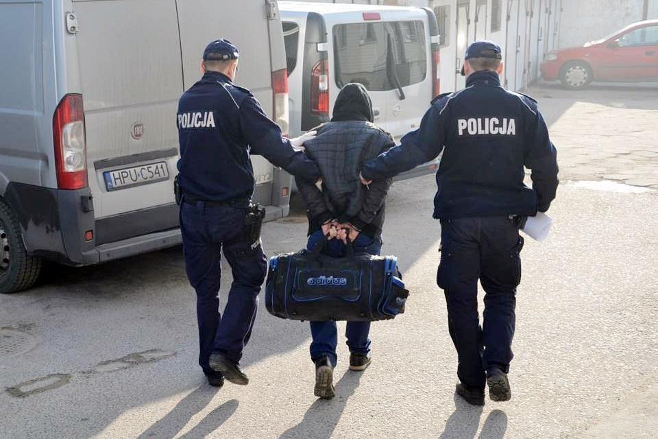Sprawca ataku na kobietę w parku złapany! Uciekał, ukrywał się, wpadł na lotnisku - foto: www.turek.policja.gov.pl