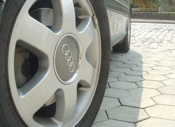 Jechał Audi, wjechał w Passata. BMW też