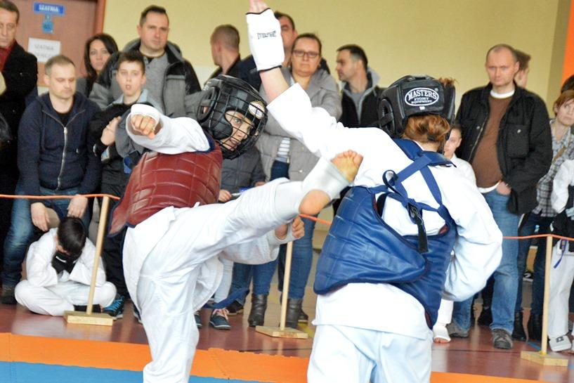 Malanów: Mistrzostwa Polski Zachodniej Shinkyokushin Karate - foto: Arkadiusz Wszędybył