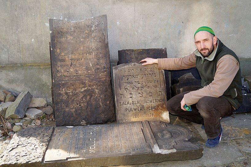 Władysławów: Historia na kilku kamieniach spisana