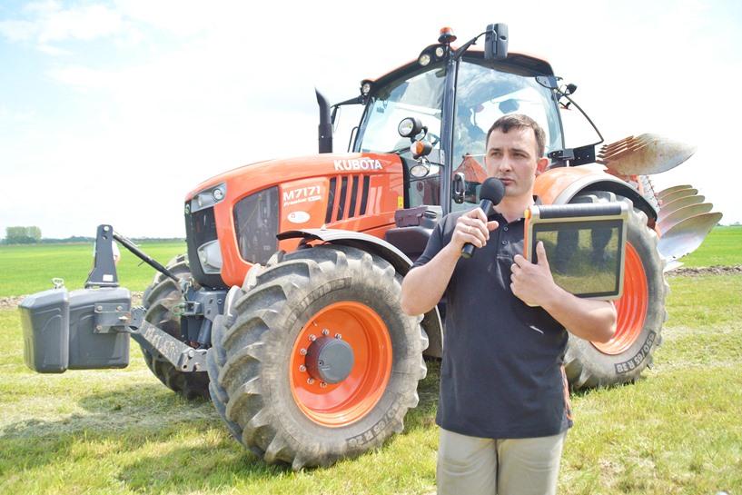 Kaczki Średnie: Japońskie traktory i technologiczne nowinki zaciekawiły rolników - foto: Arkadiusz Wszędybył
