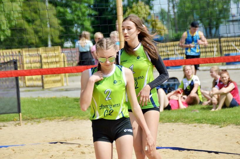 Siatkówka plażowa: Klaudia Jasiak i Nikola Jeske z G2 zostały Mistrzyniami Powiatu - foto: Arkadiusz Wszędybył