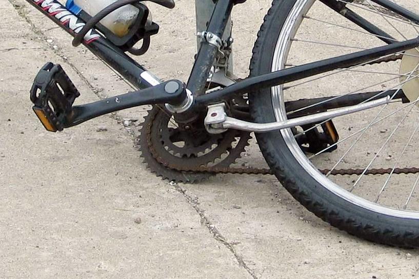 Mikulice: Wyprzedzał rowerzystę i go potrącił - foto: freeimages.com / D D
