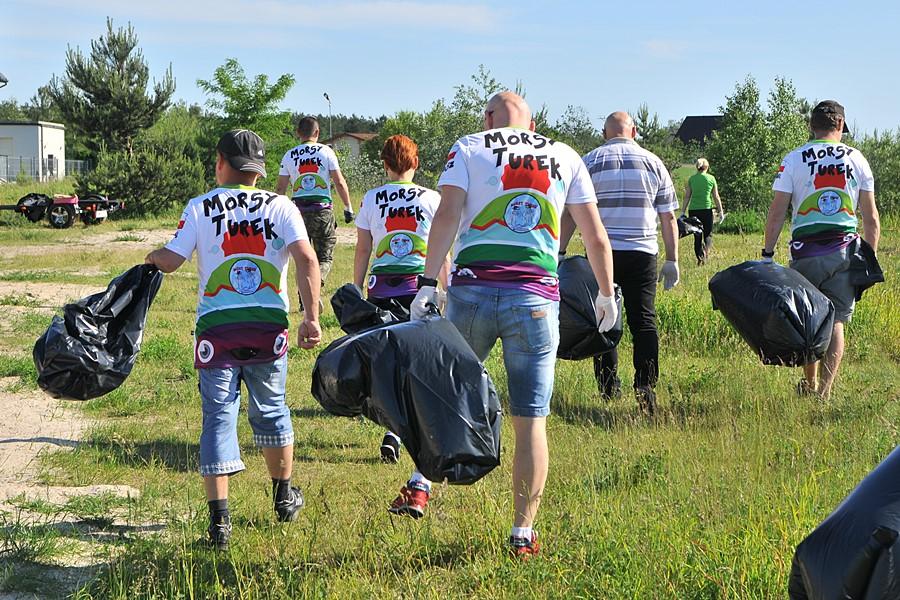 Przykona: W czynie społecznym posprzątali plaże - foto: M. Derucki