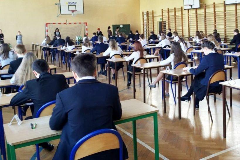 Oto wyniki egzaminów gimnazjalnych. Turek i Dobra się cieszą, Kawęczyn i gm. Turek wypadły słabiej