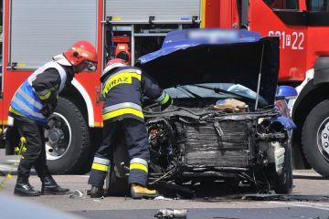 Wideo: Wypadek przy stacji paliw. Zderzyli się...