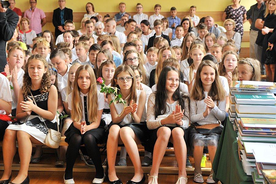 Uczniowie Czwórki zaczęli wakacje - foto: M. Derucki